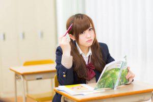 勉強するギャル